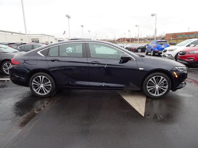 New 2018 Buick Regal Sportback Preferred Ii Sedan Near Cincinnati In